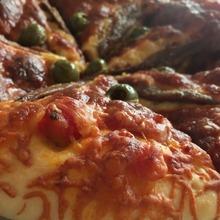 モッツァレラとアンチョビのピザ